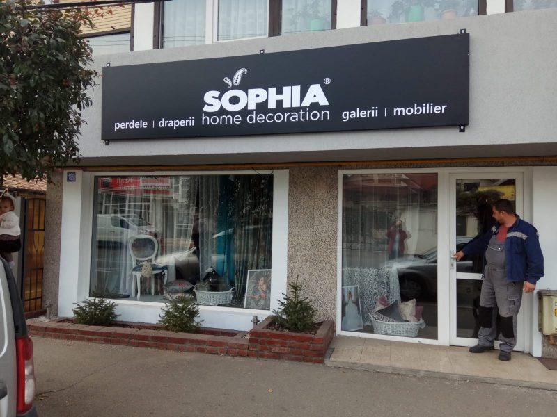 pregatiri pentru deschiderea magazinului Sophia Targu Jiu